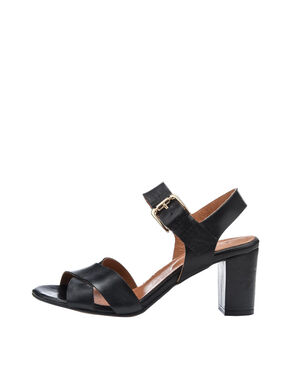 DRESSY LEATHER SANDALS