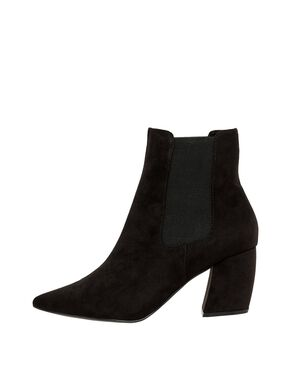 9ba2cf8f15e33d POINTED ANKLE BOOTS. POINTED ANKLE BOOTS. Bianco