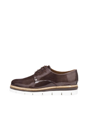 CLEAVED LACE-UP DERBY SHOES